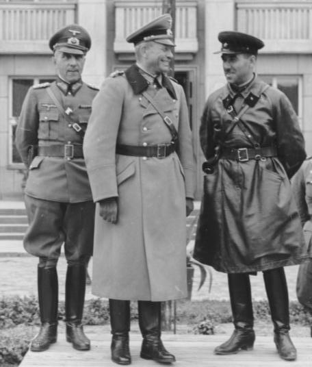 Armia_Czerwona,Wehrmacht_23.09.1939_wspólna_parada.jpg