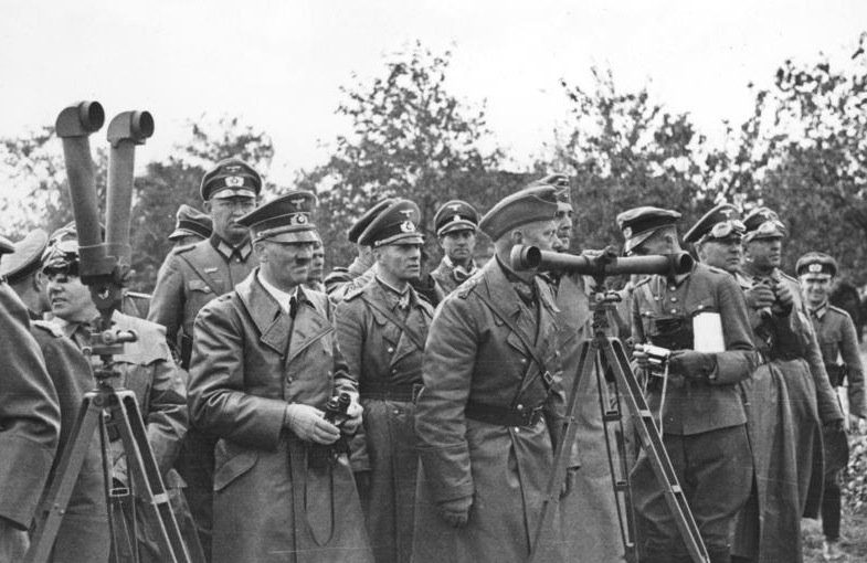 Bundesarchiv_Bild_101I-013-0064-35,_Polen,_Bormann,_Hitler,_Rommel,_v._Reichenau.jpg