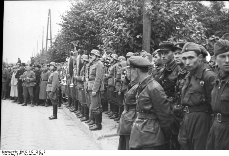 Bundesarchiv_Bild_101I-121-0012-15_Polen_deutsch-sowjetische_Siegesparade.jpg