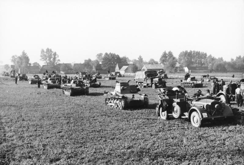 Bundesarchiv_Bild_101I-318-0083-28,_Polen,_Panzereinheit.jpg