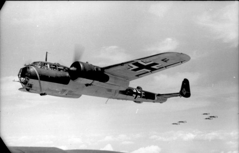Bundesarchiv_Bild_101I-341-0489-10A,_Frankreich,_Flugzeug_Dornier_Do_17_Z.jpg