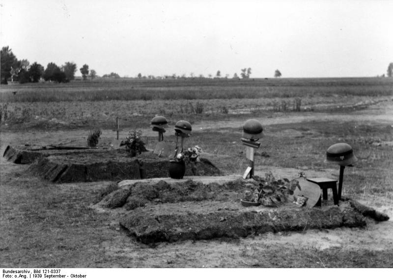 Bundesarchiv_Bild_121-0337,_Polen,_deutsche_Soldatengräber.jpg