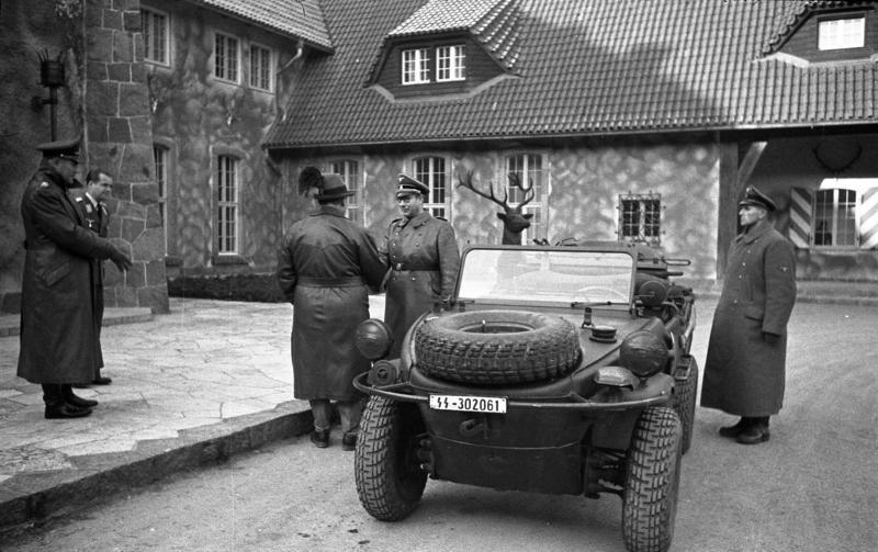 Carinhall már a háború idején, a falakat álcafestékkel fújták le
