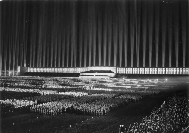 Bundesarchiv_Bild_183-1982-1130-502,_Nürnberg,_Reichsparteitag,_Lichtdom_1936.jpg