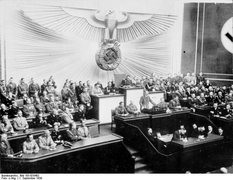 Bundesarchiv_Bild_183-E10402,_Berlin,_Reichstagssitzung,_Rede_Adolf_Hitler.jpg