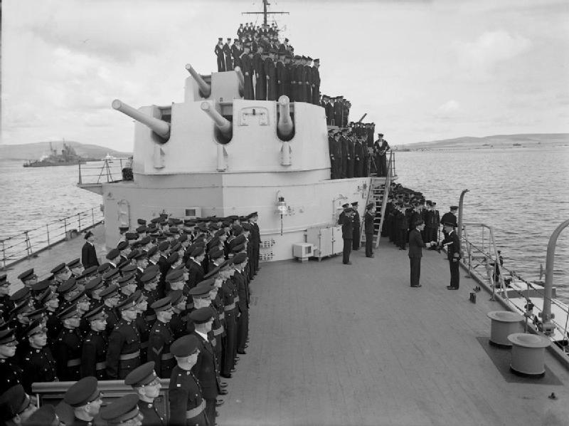 HMS_Belfast_1944_VI_Gyorgy.jpg