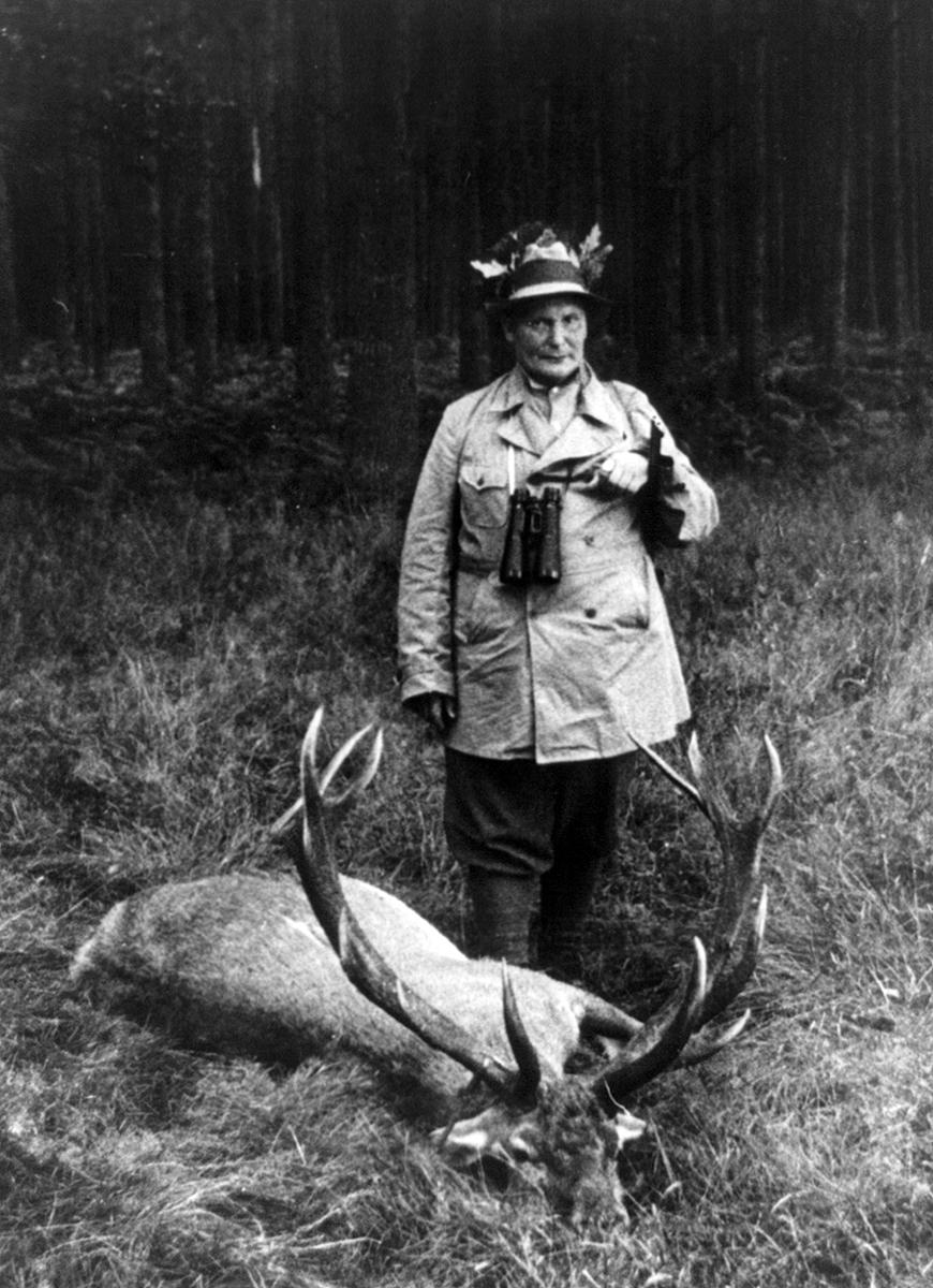Hermann Göring 1935-ben, trófeával