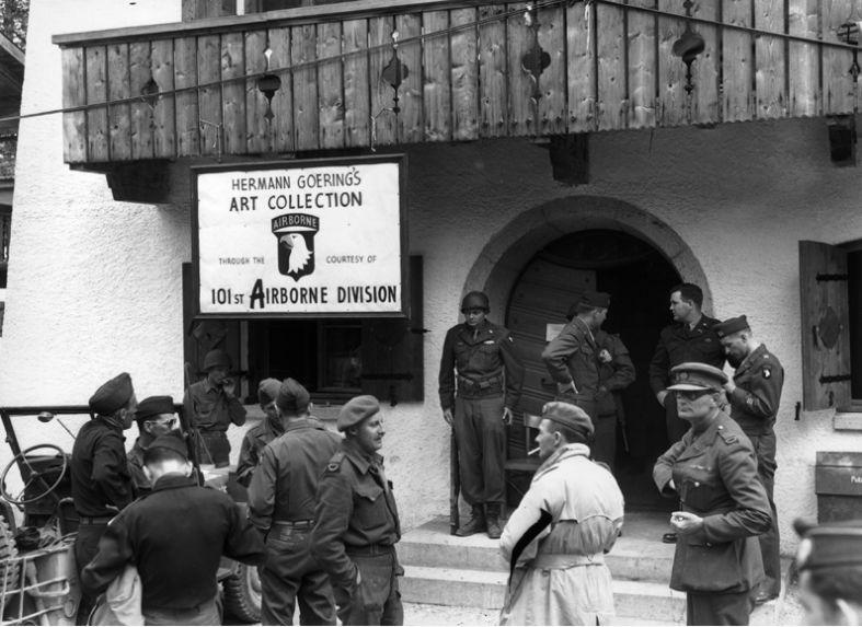 Az amerikai 101. Légiszállítású Hadosztály rögtönzött kiállítást rendez a Hermann Göring berchtesgadeni rezidenciáján lefoglalt műkincsekből