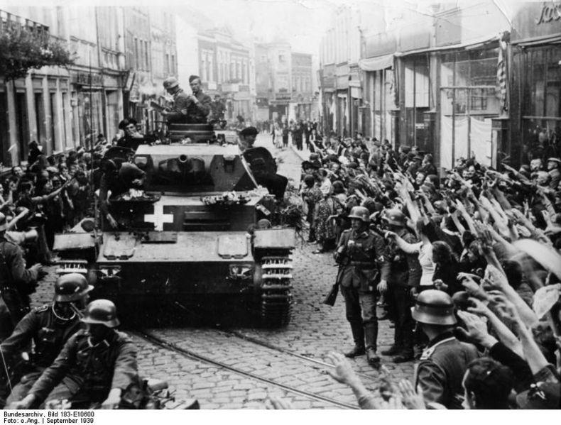 Panzerkampfwagen IV Ausf. C egy főként németek lakta határmenti lengyel településen, ahol a lakosok ujjongva fogadták a bevonuló német katonákat