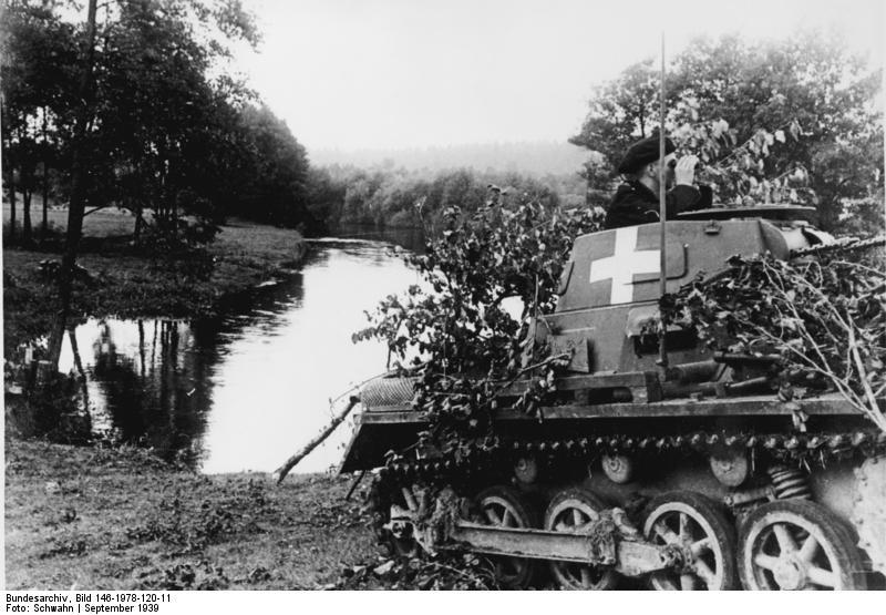 Panzerkampfwagen I Ausf.A falágakkal álcázva