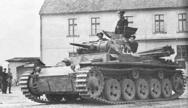 Panzerkampfwagen_III_Ausf_A_(Sd.Kfz._ 141).jpg