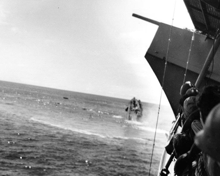 USS_Hammann_sinking_1942-06-06_seen_from_USS_Yorktown.jpg