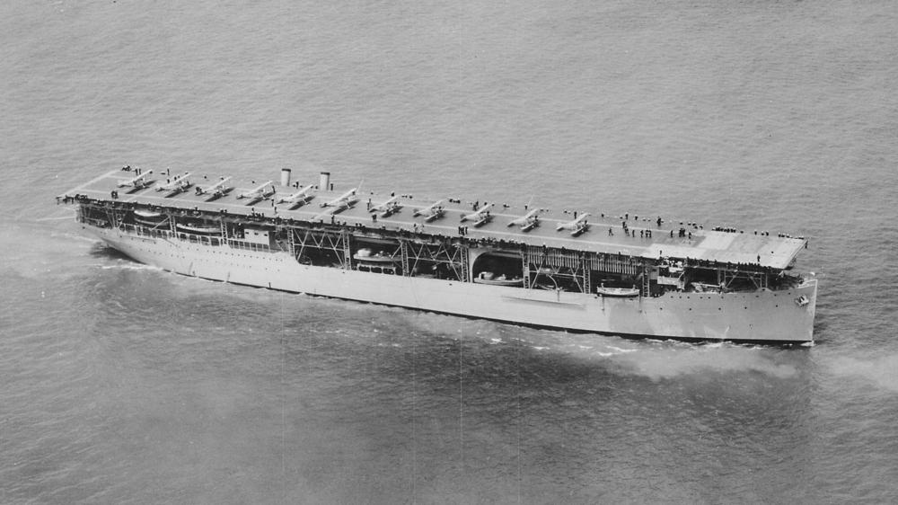 USS_Langley_1927_06_01.jpg
