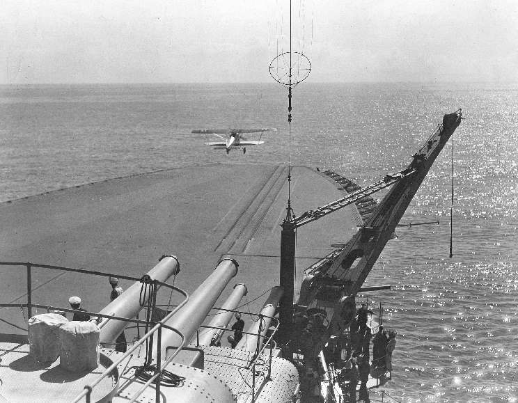 USS_Saratoga_1938_10_19_boeing_f4b.jpg