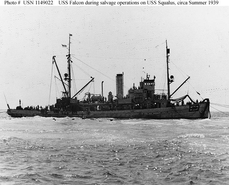 A USS Falcon (AM-28) mentőhajó.