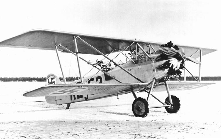 Cseh gyártmányú Aero A-32 GR kétüléses felderítő repülőgép. 1925-ben 16 darabot szereznek be belőle és 1944-ig hadrendben marad.