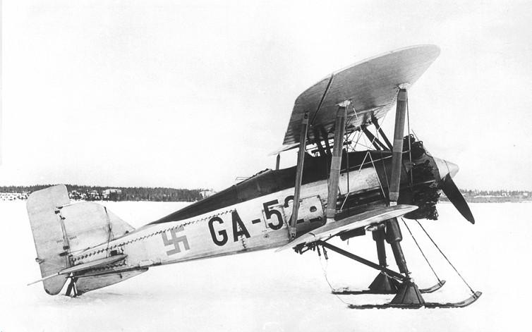 Brit gyártmányú Gloster Gamecock II együléses vadászgép. Ebből 2 db-ot vásárol és 15 db-ot licenszben legyárt Finnország az 1920-as évek végén. Rendkívül jó konstrukció, ezért 1944-ig hadrendben marad Finnországban.