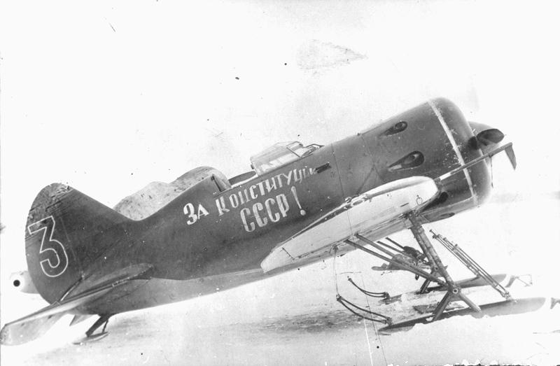 Szovjet Polikarpov I-16 vadászgép a téli háborúban.