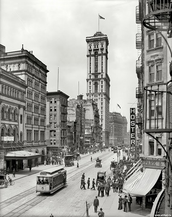 1915-broadway-and-times-building.jpg