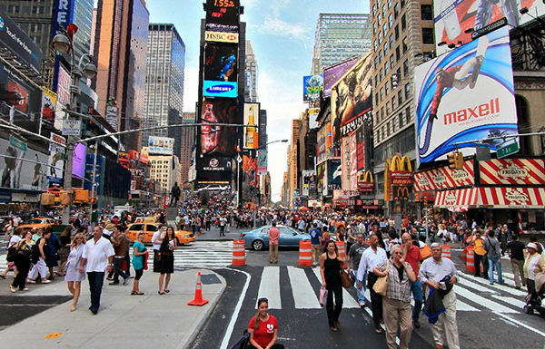 Times-Square-Gets-a-New-Resident-Yahoo-2.jpg 1369123893.jpg