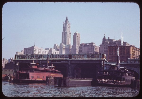 approaching-liberty-st-ferry-1941.jpg