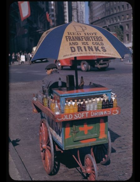 portable-soft-drink-stand-at-bowling-green-1942.jpg