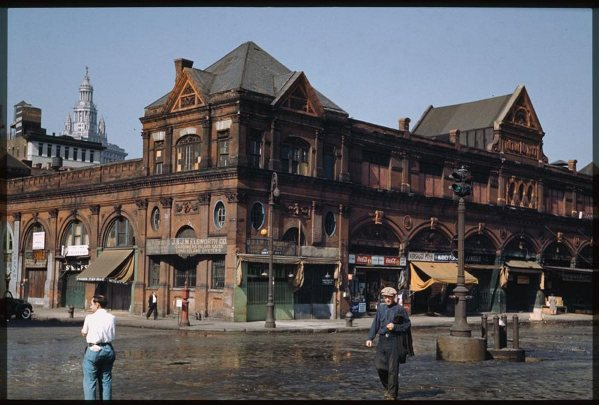 the-old-fulton-market-manhattans-lower-east-side-saturday-afternoon-1941.jpg