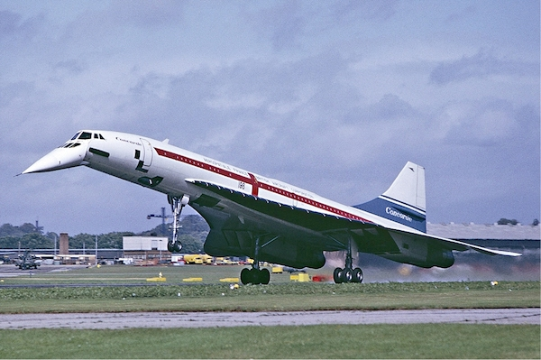 Concorde_landing_Farnborough_Fitzgerald.jpg