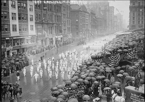 Old Photos Of A Rainy, Stormy New York City (14).jpg