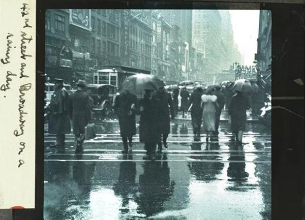 Old Photos Of A Rainy, Stormy New York City (7).jpg