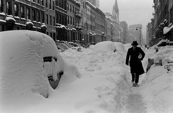 Black and White Photos From the Great Blizzard in New York City, December 1947 (13).jpg