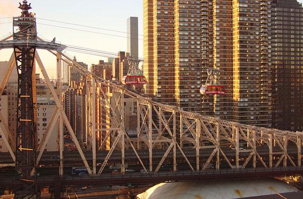 Roosevelt-Island-Tramway-Queensboro-Bridge-Manhattan-NYC.jpg