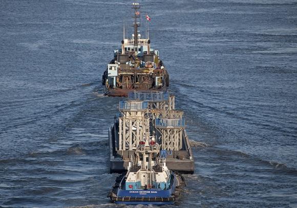 wtc-spire-barge.jpg