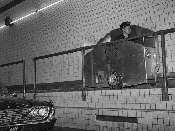 lincoln-tunnel-catwalk-car.jpg