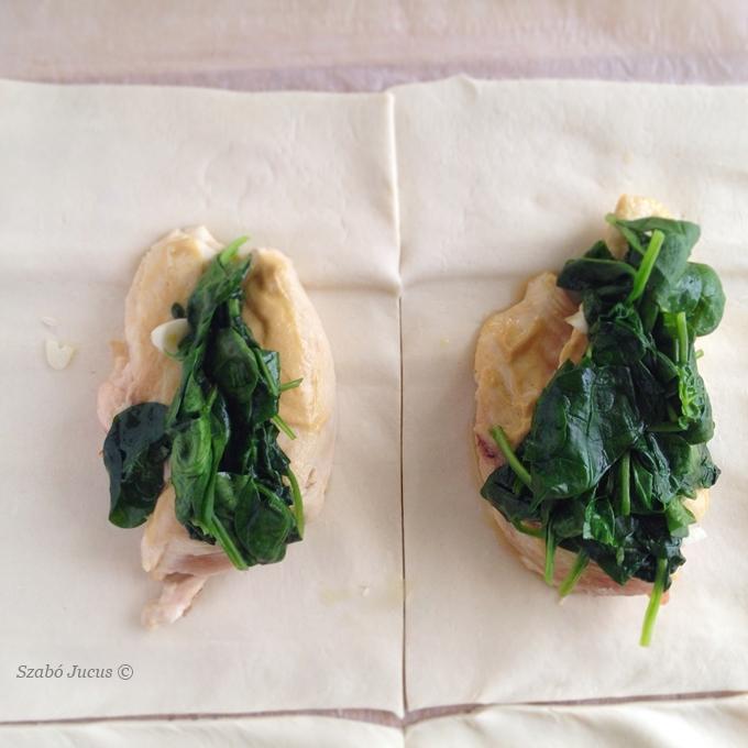 Werk tavaszi spenótos csirkebatyuk: halmozzuk rá a spenótot