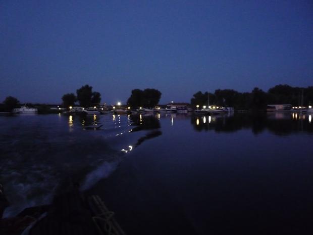 kikötőből el hajnalban.JPG