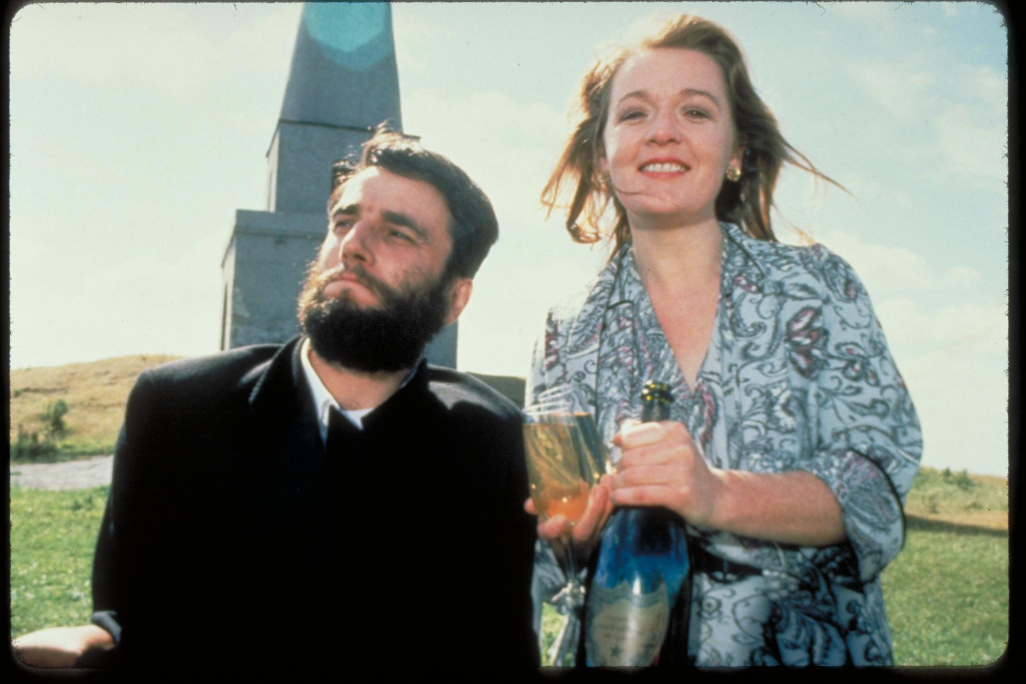 still-of-daniel-day-lewis-and-alison-whelan-in-my-left-foot.jpg