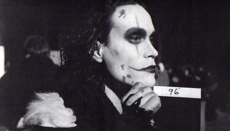 makeup-test-1-the-crow-18910035-762-433.jpg