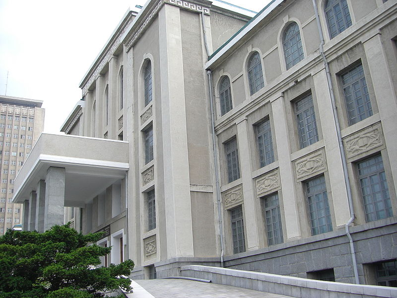 800px-North_Korea-Pyongyang-Kim_Il-sung_University-01.jpg