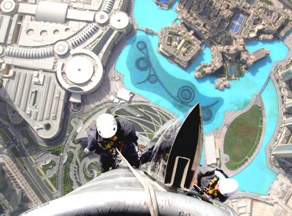 High-flying-cleaners-The-Burj-Khalifa.jpg