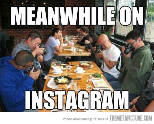 funny-people-taking-photos-food.jpg