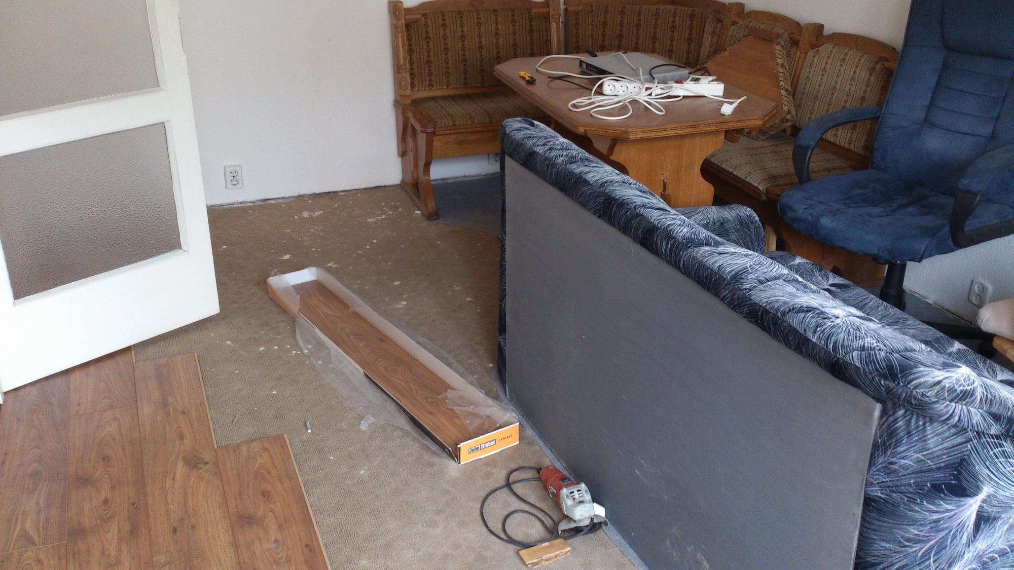 Laminált padló lerakása panellakásban szőnyegre XI.kerület - Munkáink