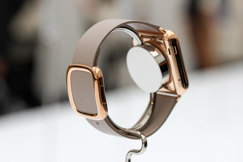Állítólag 1,5 millió környékén lehet majd  <a href='http://appleblog.blog.hu/2015/02/27/masfel_millio_forint_lesz_az_arany_apple_watch' target='_blank'>megvásárolni</a> az Apple Watch aranyverzióját. Elgondolkoztunk egy kicsit azon, hogy mekkora kockázatot vállalt az órával az Apple.