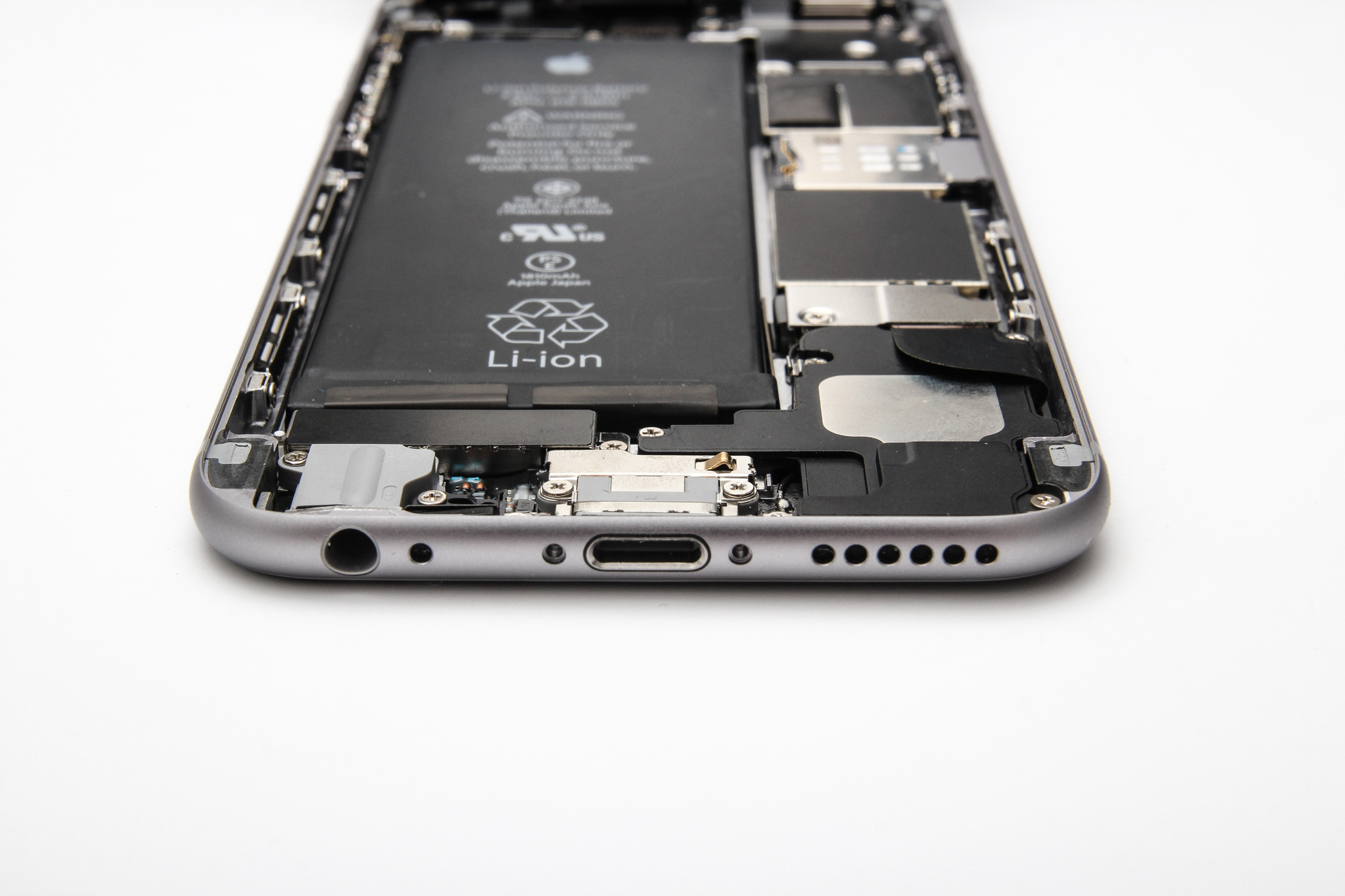 Két gigabájt szupergyors memória az iPhone 6s-ben: a hét másik nagy pletykája, állítólag érezhető változást hoz majd az új modul. Lassan jöhetne is, utoljára az 5s-ben dupláztak memóriát, azóta 1 gigabájt van az iPhone-ban
