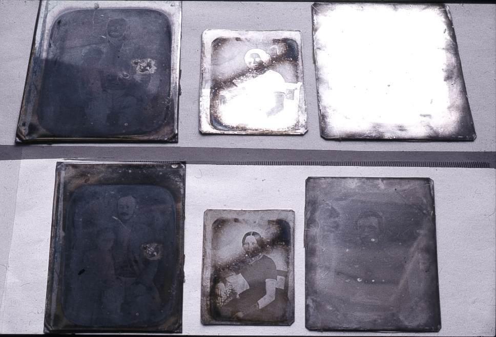 Oxidált, jó állapotú és kémiailag  restaurált dagerrotípia.