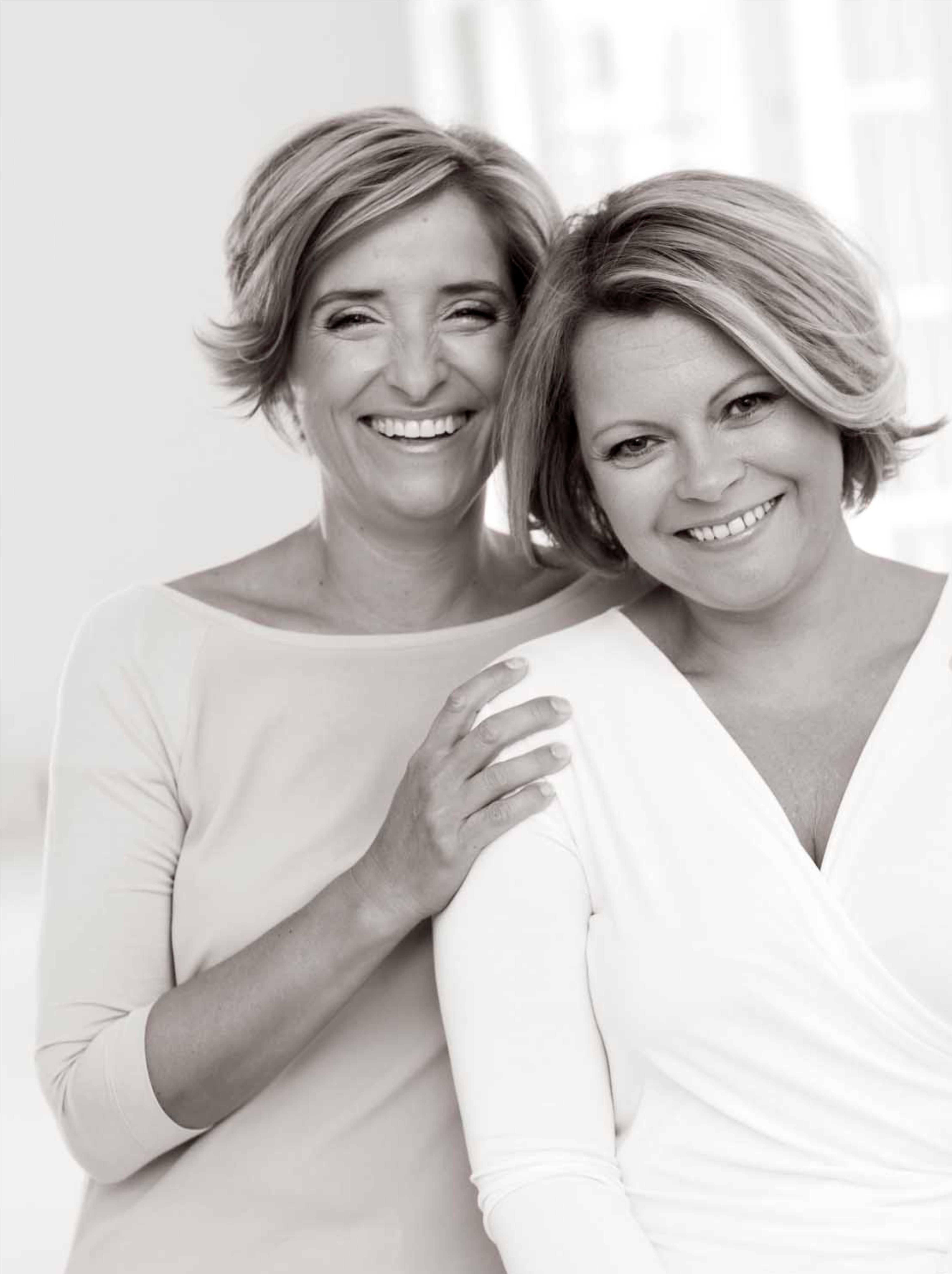 Adrienne és Ágota ff vágott.jpg