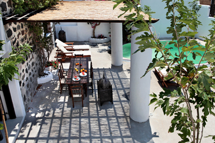 5158d6d8e5deemodern-vacation-rentals-greece-exterior-3.jpg