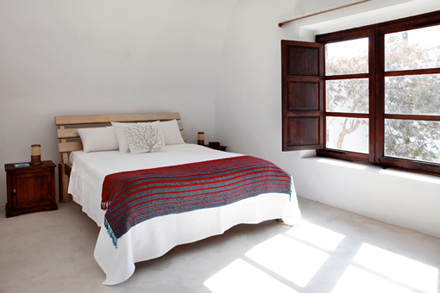 5158d6f8b9ddbmodern-vacation-rentals-greece-interior-7.jpg