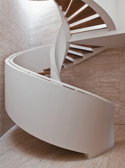 04-escada-caracol-marcelo-rosenbaum-casa-pai.jpeg