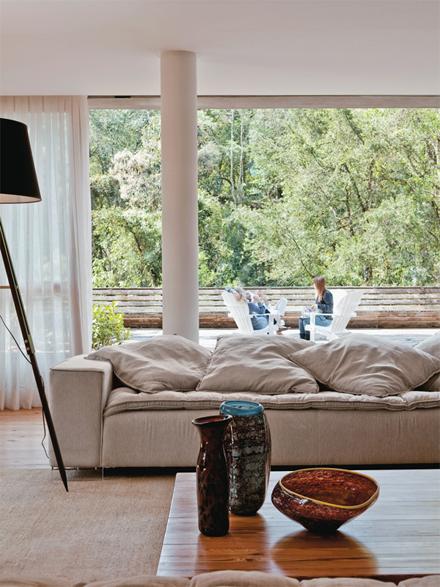 11-sofa-sala-marcelo-rosenbaum-casa-pai.jpeg